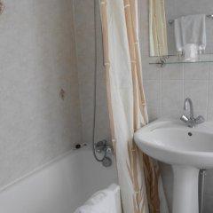 Отель De Paris Montmartre Париж ванная фото 2