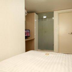 Отель K-POP GUESTHOUSE Seoul Station 2* Номер категории Эконом с двуспальной кроватью