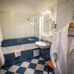 Queen's Court Hotel &Residence 5* Люкс с различными типами кроватей