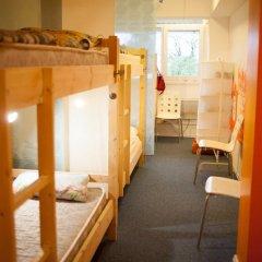 Garage Hostel Кровать в женском общем номере с двухъярусной кроватью фото 11
