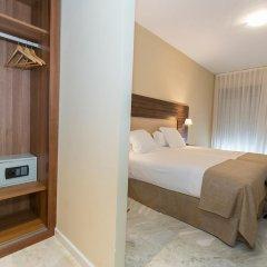 Hotel Abetos del Maestre Escuela сейф в номере