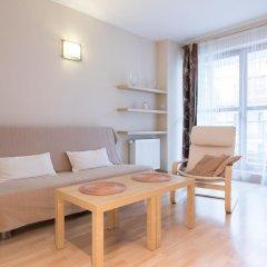Апартаменты Bizzi LuxChelmska Apartments Варшава комната для гостей фото 4
