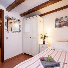 Отель Rustic Poble Sec Apartment Испания, Барселона - отзывы, цены и фото номеров - забронировать отель Rustic Poble Sec Apartment онлайн комната для гостей фото 3