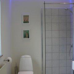 Отель Holiday Home Fredensvang Дания, Орхус - отзывы, цены и фото номеров - забронировать отель Holiday Home Fredensvang онлайн ванная