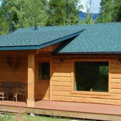 Отель Mica Mountain Lodge & Log Cabins сауна