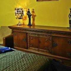 Hostel Latberry сейф в номере