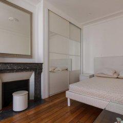 Отель Rue de Bassano by Onefinestay комната для гостей фото 2