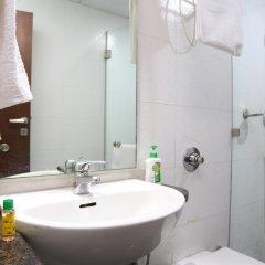 Отель FabHotel Aksh Palace Golf Course Road 3* Номер Делюкс с различными типами кроватей фото 9