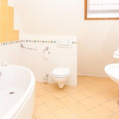 Отель Willa Biala Lilia Польша, Гданьск - 4 отзыва об отеле, цены и фото номеров - забронировать отель Willa Biala Lilia онлайн ванная
