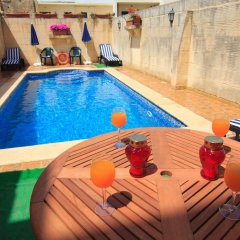 Отель Ta' Bejza Holiday Home with Private Pool бассейн