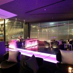 Отель Radisson Suites Bangkok Sukhumvit Бангкок гостиничный бар