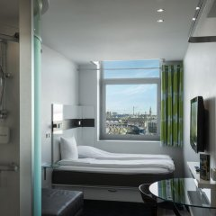 Отель Wakeup Copenhagen - Carsten Niebuhrs Gade 2* Стандартный номер с различными типами кроватей фото 6