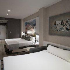 Отель Gran Via BCN 4* Стандартный семейный номер с двуспальной кроватью фото 2