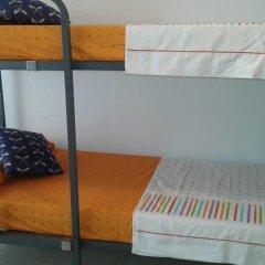 Отель Go Bcn Hostal Ideal Badal Стандартный семейный номер с двуспальной кроватью (общая ванная комната) фото 6