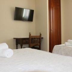 Отель Hostal San Roque Номер Комфорт с различными типами кроватей фото 4