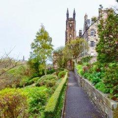 Отель Ramsay Gardens Эдинбург приотельная территория