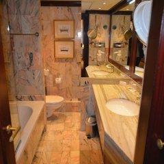 Отель Grand Hôtel de l'Opéra Франция, Тулуза - отзывы, цены и фото номеров - забронировать отель Grand Hôtel de l'Opéra онлайн ванная фото 2