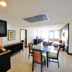 Отель Woraburi Phuket Resort & Spa 4* Улучшенный номер двуспальная кровать фото 8