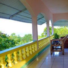 Отель Ackee Tree Sea View Villa Ямайка, Порт Антонио - отзывы, цены и фото номеров - забронировать отель Ackee Tree Sea View Villa онлайн балкон