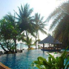 Отель Lomtalay Chalet Resort бассейн