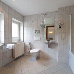 Отель Achat Plaza Zum Hirschen Зальцбург ванная фото 2