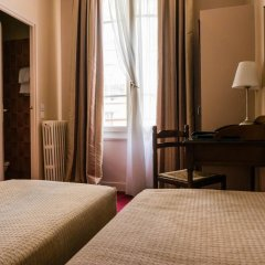 Отель Hôtel Exelmans 2* Стандартный номер с двуспальной кроватью