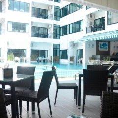 Отель I-Talay Resort гостиничный бар