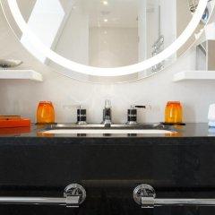 Отель Hôtel Montaigne 5* Стандартный номер с различными типами кроватей