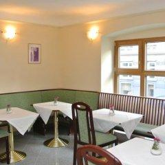 Отель Pension Schonbrunn Вена гостиничный бар