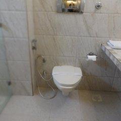 Raja Hotel ванная фото 2