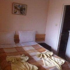 """Отель Toncho""""s Guest House & Mehana Велико Тырново комната для гостей фото 4"""