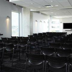 Отель Alt Hotel Toronto Airport Канада, Миссиссауга - отзывы, цены и фото номеров - забронировать отель Alt Hotel Toronto Airport онлайн помещение для мероприятий