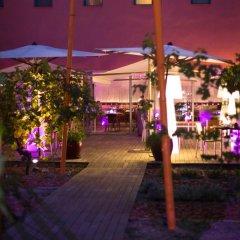 Отель Radisson Blu Hotel Toulouse Airport Франция, Бланьяк - 1 отзыв об отеле, цены и фото номеров - забронировать отель Radisson Blu Hotel Toulouse Airport онлайн бассейн фото 2