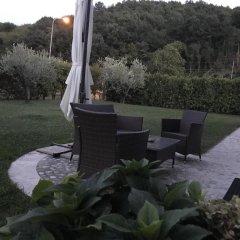 Отель B&B La Torretta Сполето приотельная территория