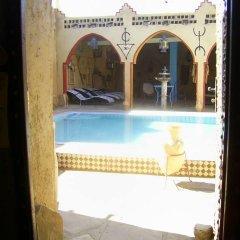 Отель Merzouga Sarah Camp Марокко, Мерзуга - отзывы, цены и фото номеров - забронировать отель Merzouga Sarah Camp онлайн бассейн фото 2