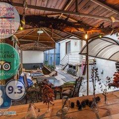 Отель Dvizh Hostel Eli Spali Грузия, Тбилиси - отзывы, цены и фото номеров - забронировать отель Dvizh Hostel Eli Spali онлайн интерьер отеля