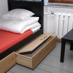Отель 4 Friendshostel Кровать в общем номере