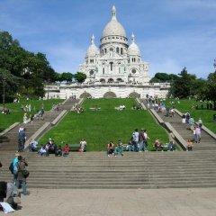 Отель A Gem Steps Away From Sacre Coeur спортивное сооружение