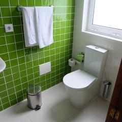 Отель Alcides Португалия, Понта-Делгада - отзывы, цены и фото номеров - забронировать отель Alcides онлайн ванная фото 2