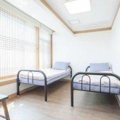 Отель Hi Jun Guesthouse Hongdae 2* Номер Делюкс с 2 отдельными кроватями фото 4