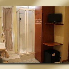 Отель Fiori 2* Стандартный номер с двуспальной кроватью (общая ванная комната)
