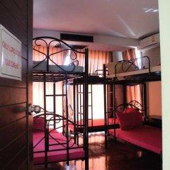 Отель Loro Loco 2 2* Кровать в общем номере фото 5
