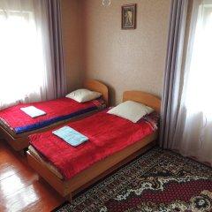 Отель Guest house Krasnii Zvetok Кыргызстан, Каракол - отзывы, цены и фото номеров - забронировать отель Guest house Krasnii Zvetok онлайн комната для гостей