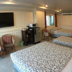 Отель Phuket Airport Suites & Lounge Bar - Club 96 Семейный люкс с двуспальной кроватью