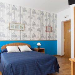 Отель Hostal Montaloya Стандартный номер с различными типами кроватей фото 9