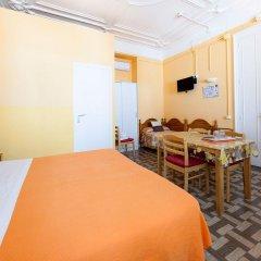 Отель Hostal Pensio 2000 2* Стандартный номер с двуспальной кроватью фото 16