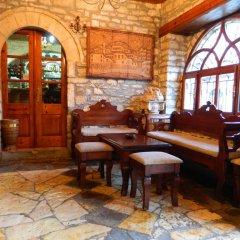 Отель MANGALEMI Берат гостиничный бар