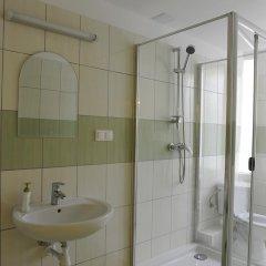 Отель eMKa Hostel Польша, Варшава - отзывы, цены и фото номеров - забронировать отель eMKa Hostel онлайн ванная