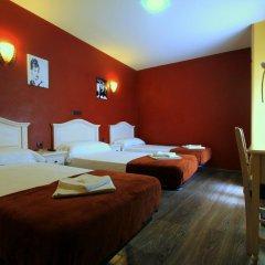 Отель Hostal Regio Стандартный номер с различными типами кроватей фото 10