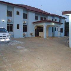 Отель Sir Bee Guest House парковка